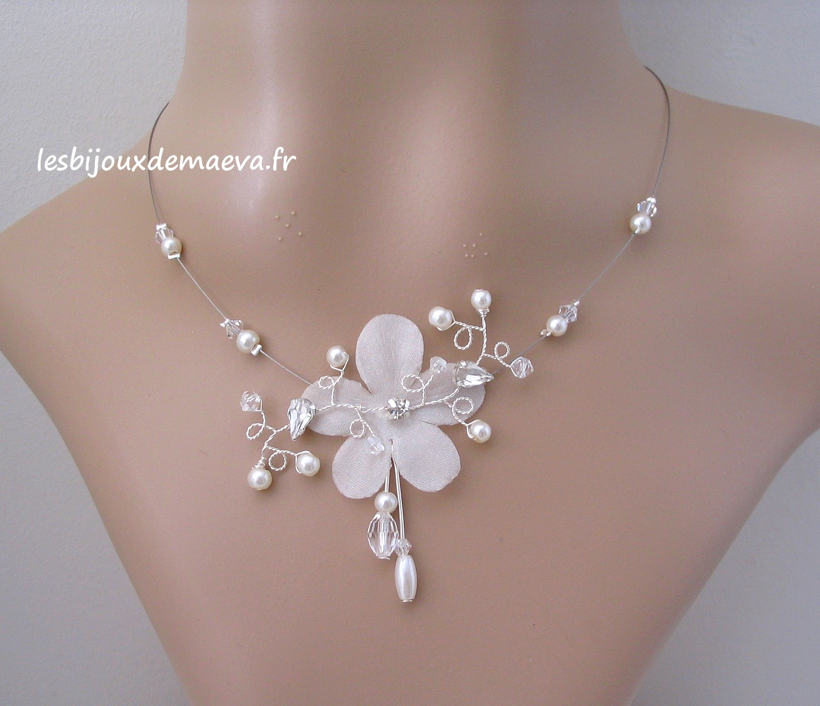 bijoux mariage collier fleur perles et strass flamboyante. Black Bedroom Furniture Sets. Home Design Ideas
