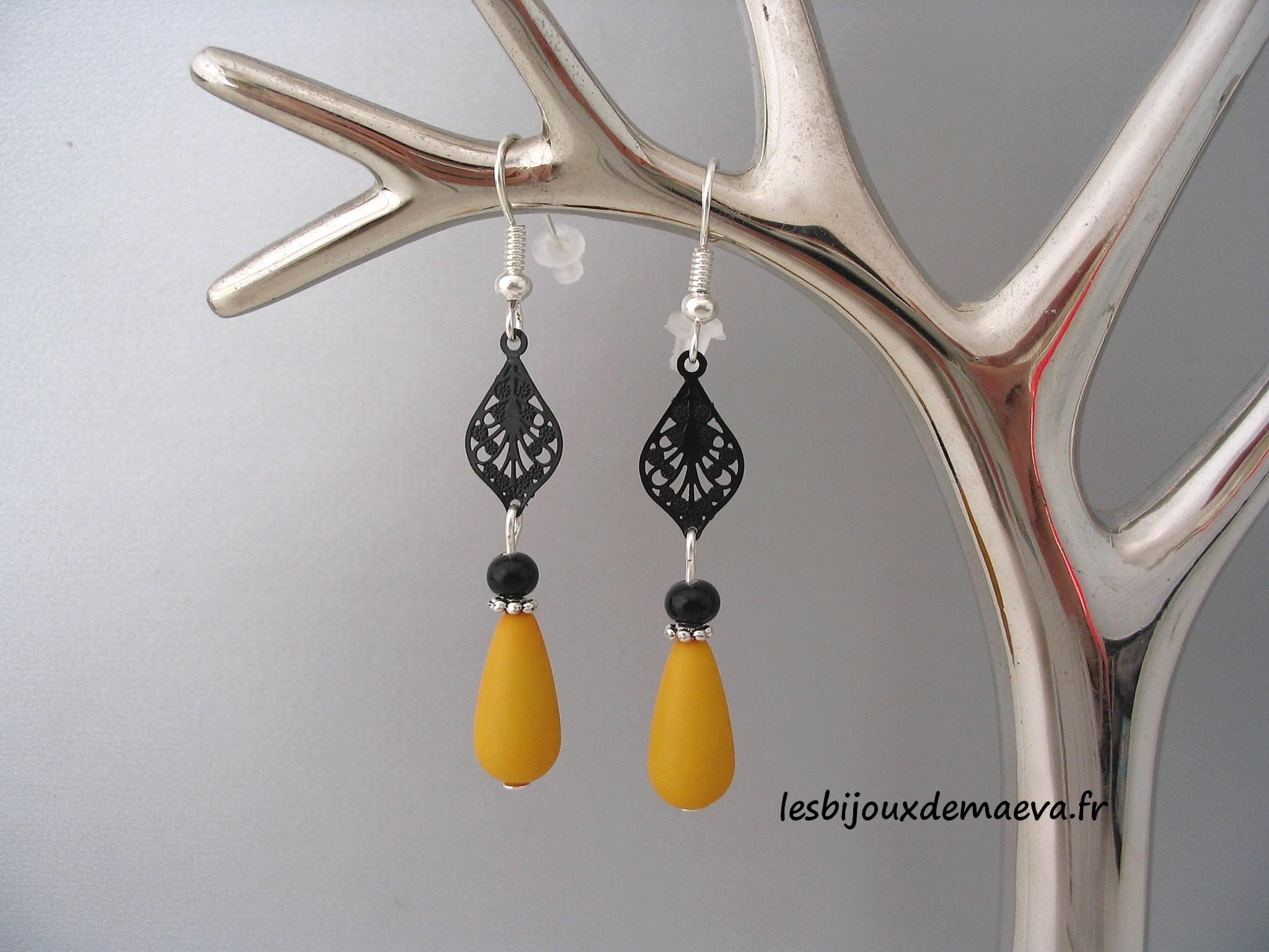 boucles d 39 oreilles fantaisie jaune moutarde estampe. Black Bedroom Furniture Sets. Home Design Ideas