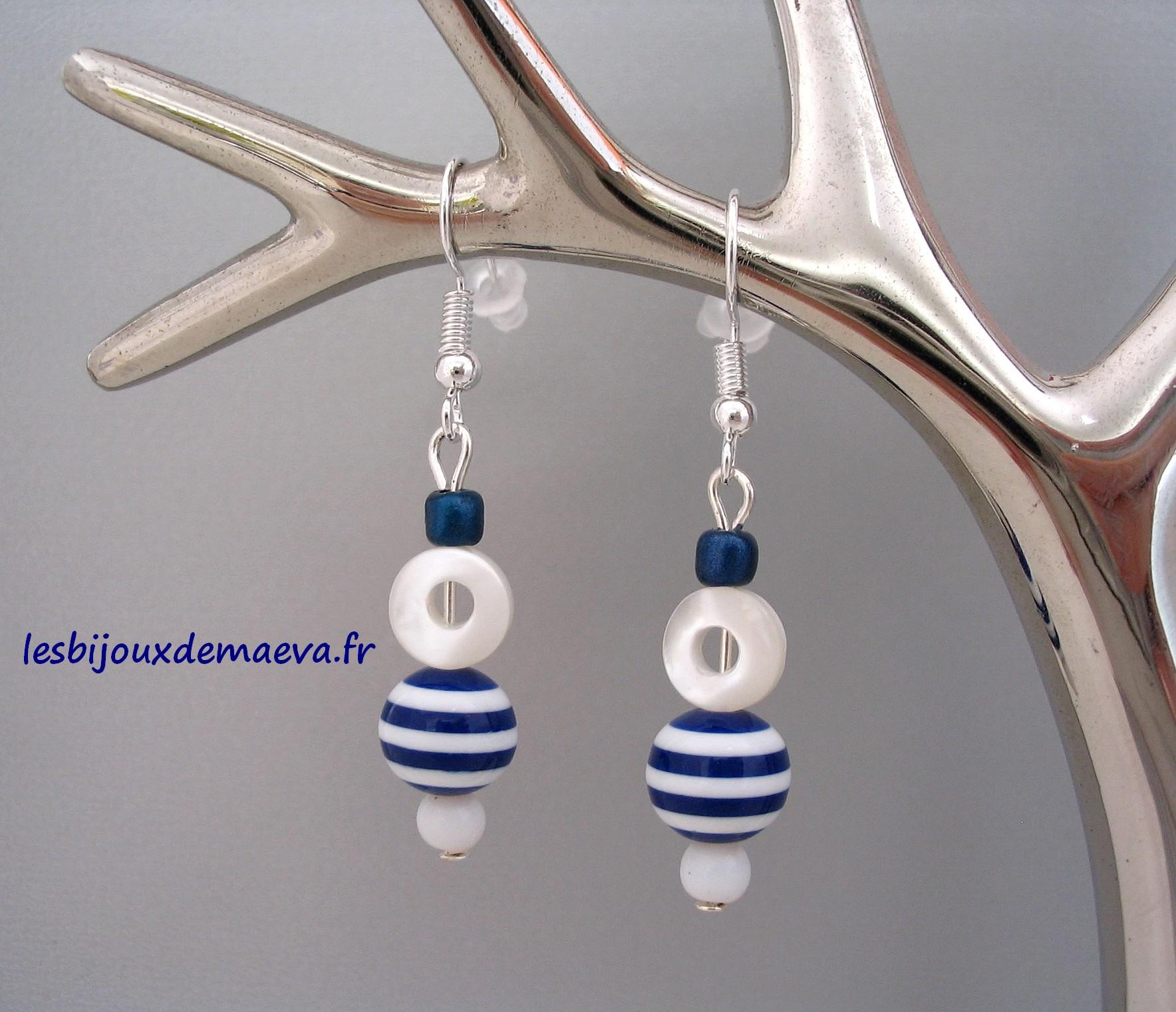 Boucles D 39 Oreilles Fantaisie Bleu Marine Et Blanc Marini Re