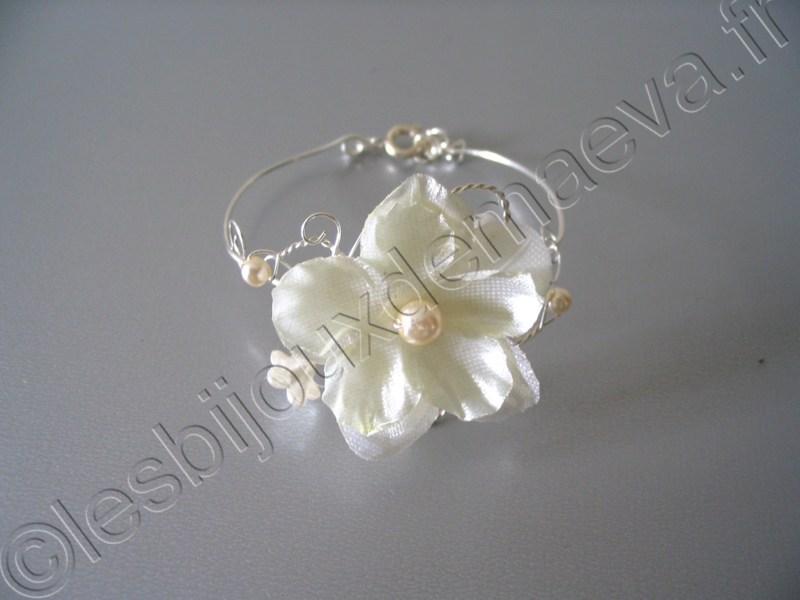 bracelet fantaisie mariage fleur ivoire. Black Bedroom Furniture Sets. Home Design Ideas
