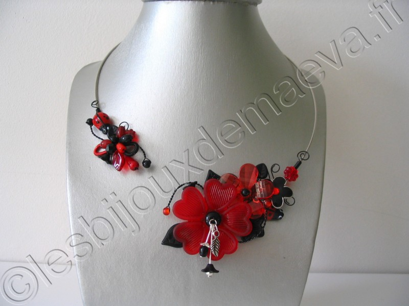 Collier fantaisie ouvert rouge et noir \u0026quot;Amarante\u0026quot;