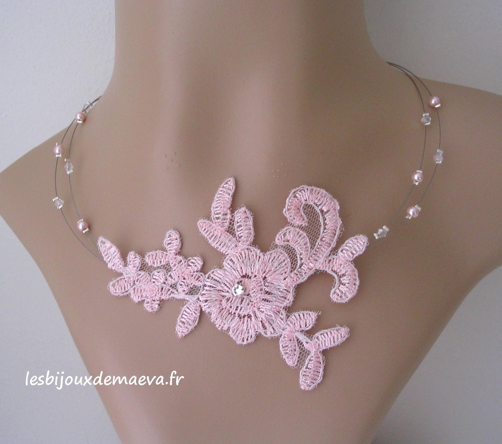 collier ras de cou dentelle rose